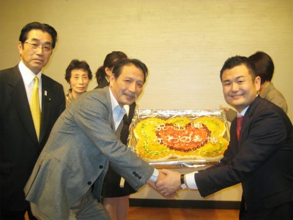 ビックベアーズの魚本社長から、サプライズでフルーツピザの激励をいただきました。