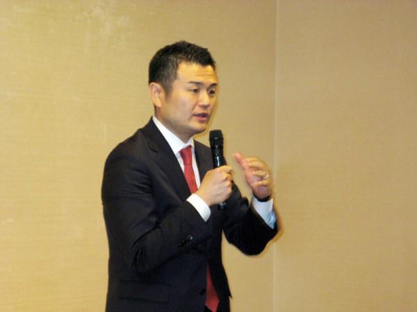 「北九州・かわの応援する会」の出陣式で挨拶するかわの義博