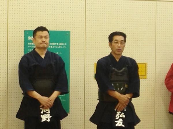 剣道教士七段の弘友前参議院議員、六段のかわの義博