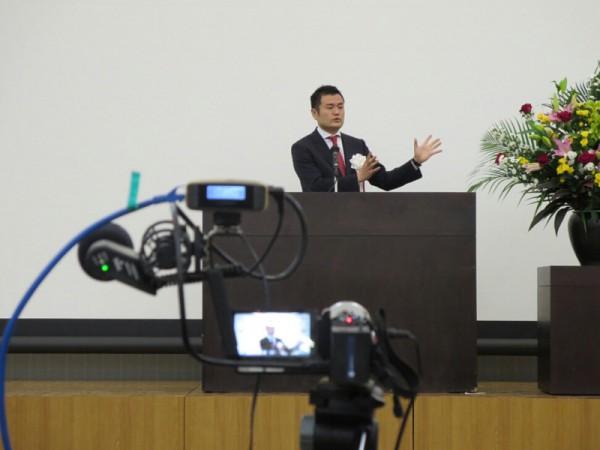世界に向けて配信された、時局講演会のネット中継(博多区)