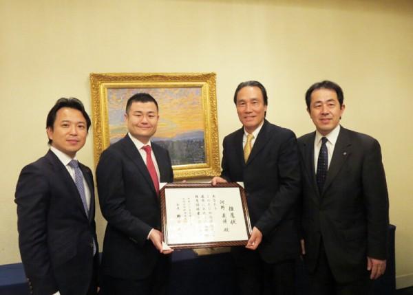 九州北部税理士政治連盟から推薦状を受け取るかわの義博