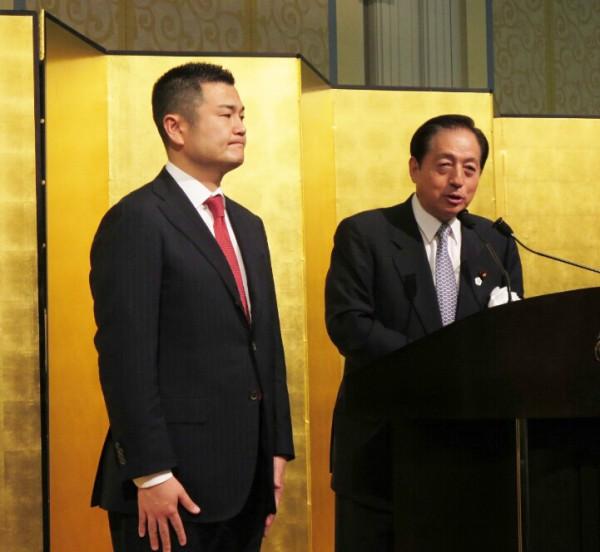 太田大臣から、熱い激励とともに紹介を受けるかわの義博