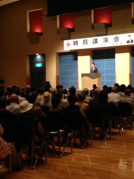 長崎県壱岐での時局講演会で挨拶するかわの義博