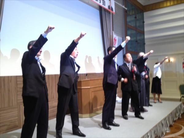 北九州セネターズクラブの曽我部駿介副会長の音頭で「ガンバロー」