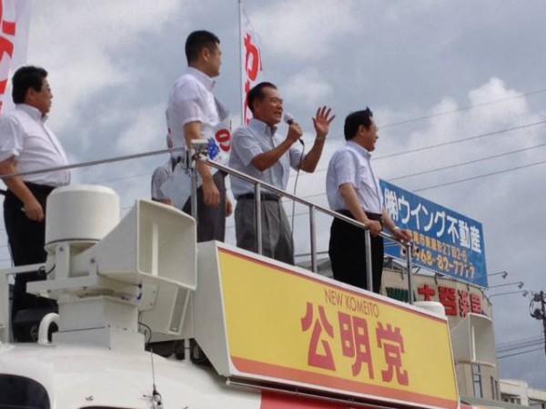 荒尾市の街頭遊説では、前畑市長がかわの義博の応援に