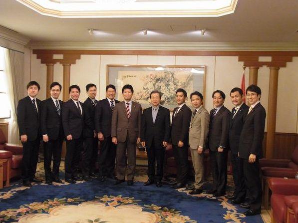 党青年局の議員が程永華中国大使を表敬訪問