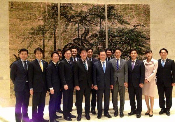 党青年局議員が李丙琪(イ・ビョンギ)韓国大使を訪問