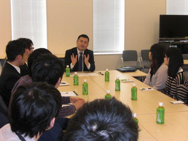 現役学生の皆様と懇談会を行いました