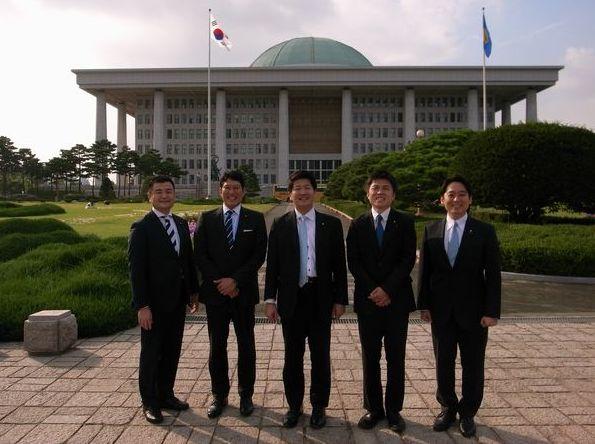 韓国国会議事堂にて