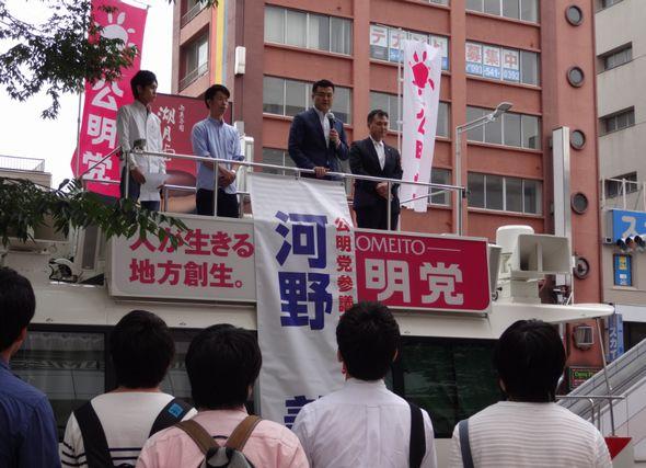 小倉駅前で学生局街道演説