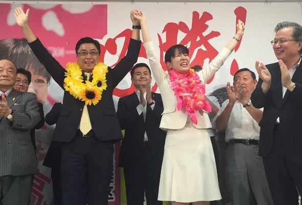 激戦を突破した、高瀬弘美さんと秋野公造氏
