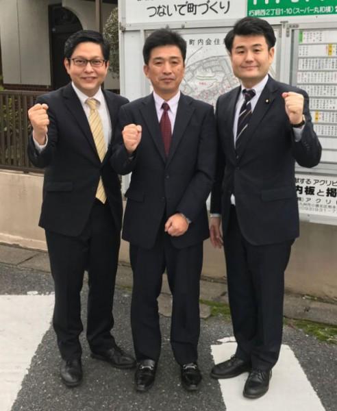 かねこ秀一さん(左)と必勝を誓う