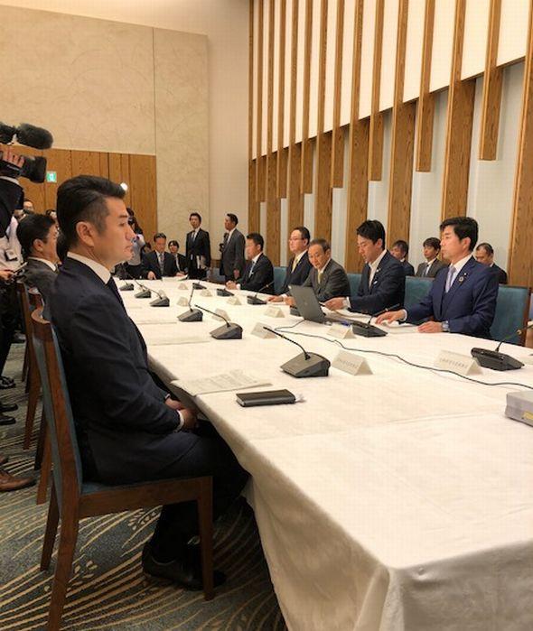 官房長官、小泉環境相らとの緊急会議