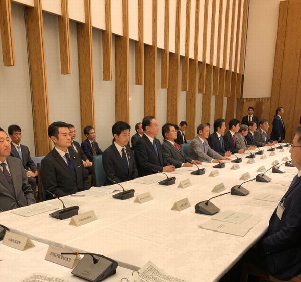 総理、官房長官らとの会議